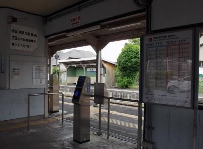 帯解駅改札から対向ホームを望む