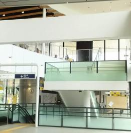 国際センター駅(内部)