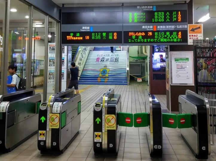 青森駅改札